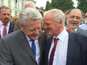 Tag des Grundgesetzes 23. Mai 2016 in Berlin. Einladung des Bundespräsidenten Joachim Gauck an 700 ehrenamtliche kommunale Mandatsträger bundesweit, darunter sechs aus Oberursel. Begrüßung der Gäste durch Bundespräsident Gauck. Hier mit Georg Braun.